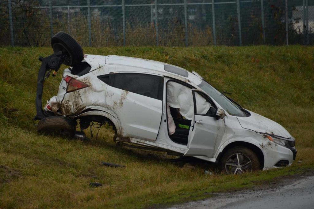 VIDEO: Collision in Surrey breaks axle off SUV - Aldergrove Star