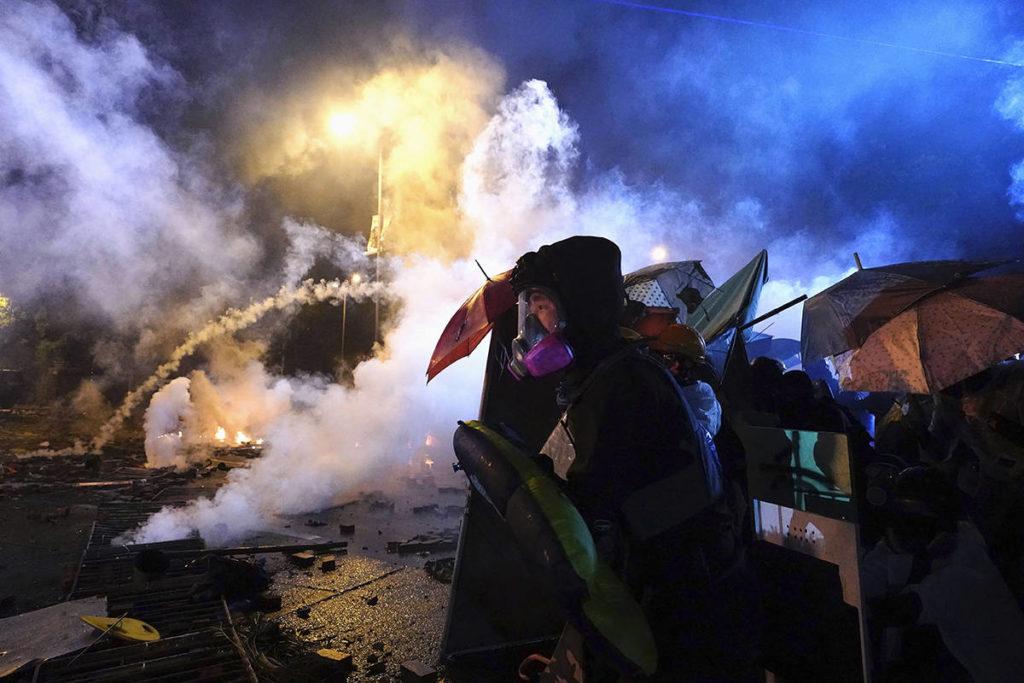 Hong Kong police storm university held by protesters – Aldergrove Star - Aldergrove Star